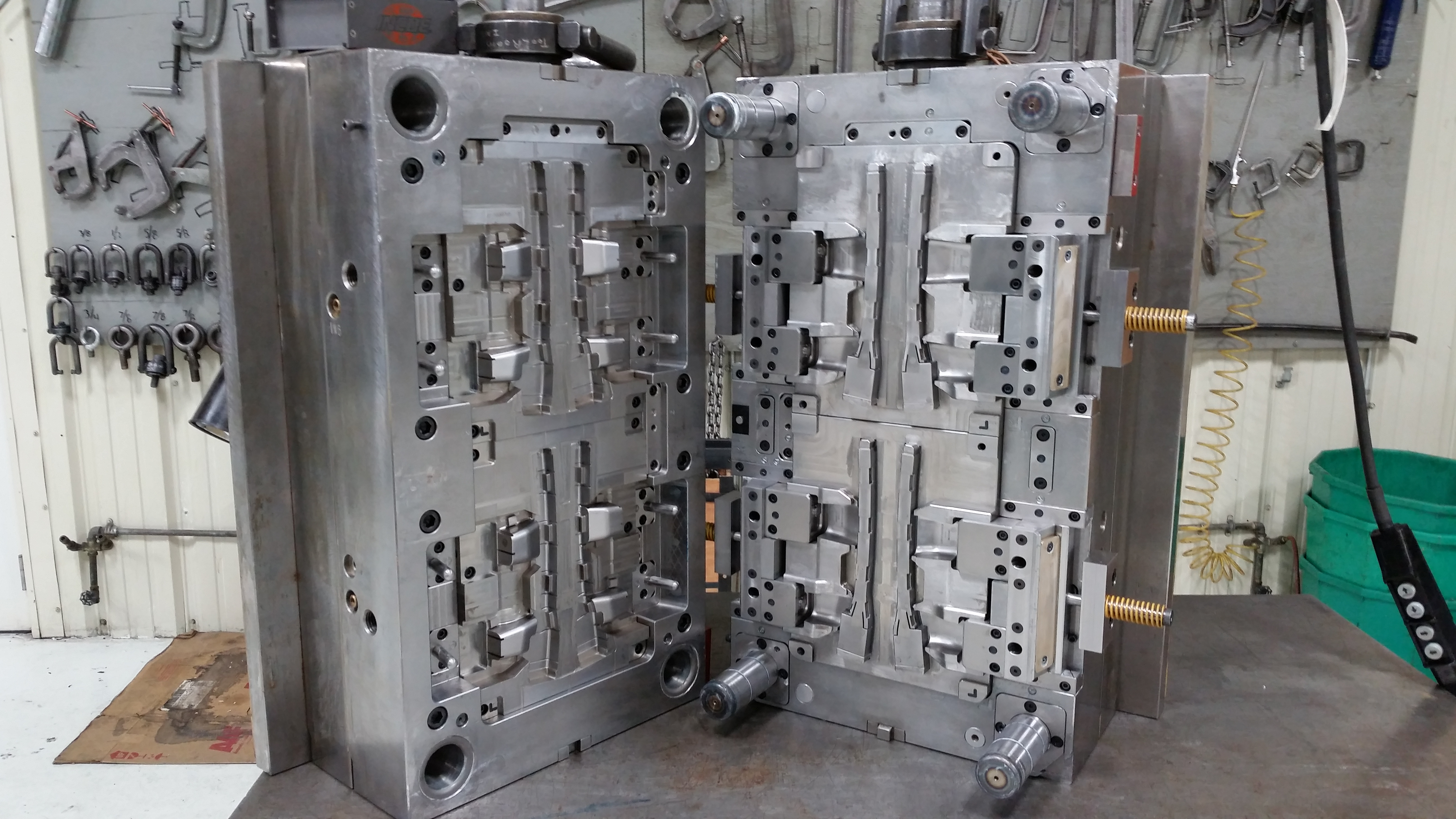 St Louis area custom plastic injection mold manufacturer - The Toolroom