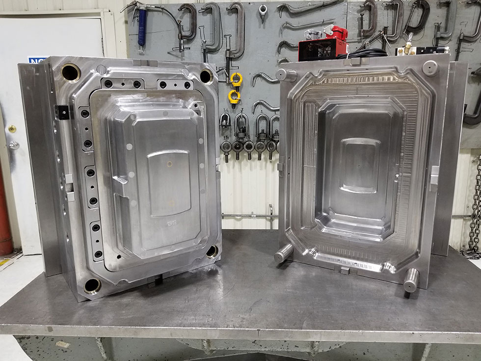 Despite its complexity at first look, this is an example of a single cavity mold